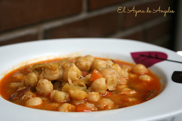 Potaje de garbanzos con repollo