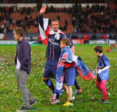 David Beckham dice adiós al fútbol entre las lágrimas y la emoción de su familia
