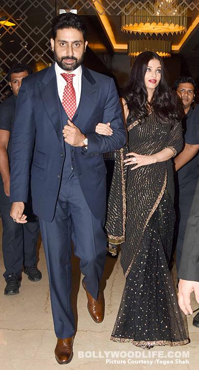 Aishwarya-Rai-Bachchan-and-Abhishek-Bachchan-walk-hand-in-hand-at-grand-premiere-of-Sachin-A-Billion-Dreams