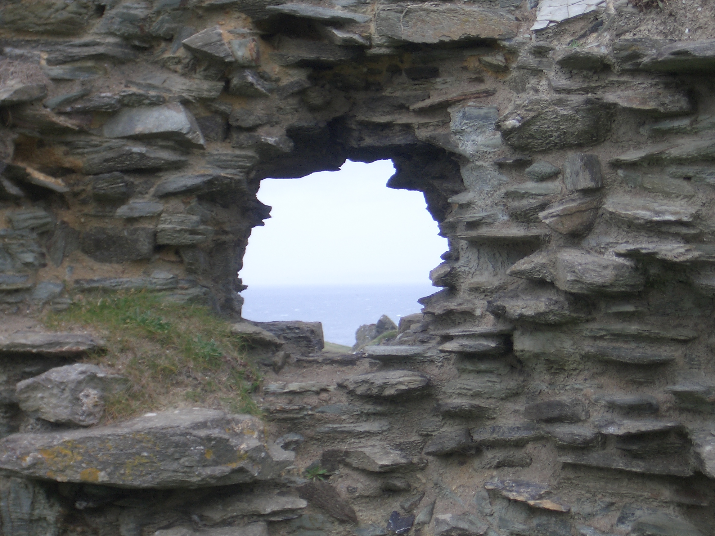 3d Brick Wallpaper Uk Ruins Of Tintagel Castle 7 Hole In The Castle Wall Image