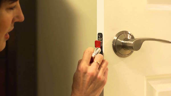 How To Fix A Door That Won'T Latch : Homejelly