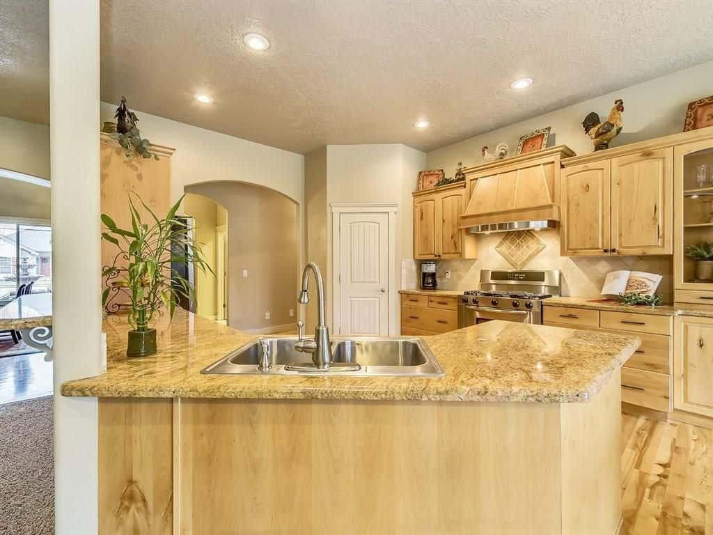 Pristine Small Country Style Kitchen Brown Hardwood Ing Andstainless Steel Zillow Digs Country Style Kitchen Ideas 2018 Country Kitchen Gallery Country Kitchen S Ideas kitchen Country Kitchen Picture