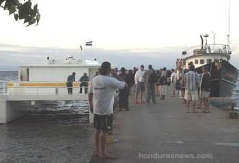 Honduran Police Check for suspected assassins of Captain Vern at Utila Municipal dock