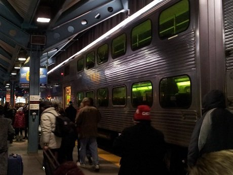 Crowd at Ogilvie getting on the Metra