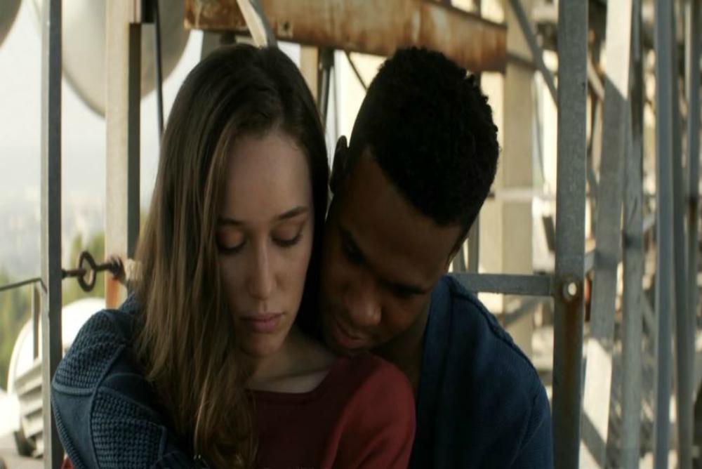 7. FTWD, Alicia and boyfriend