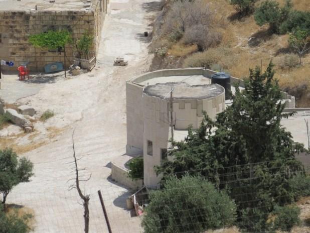 מבנה עגול בכפר ערבי דומה לארמון הורדוס