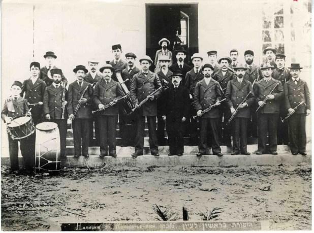 האורקסטרה של ראשון על מדרגות בית העם, 1900–1910