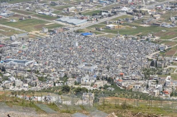 מחנה הפליטים בלאטה - מבט מהר גריזים צילום:Meronim