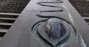 Weltkugelbrunnen – מזרקת כדור הארץ  *