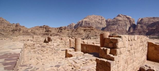 שרידי מקדש נבטי בוואדי רם צילום: Berthold Werner