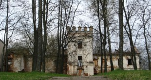 Manor Monyushek in Smilovichi Remains of the palace complex