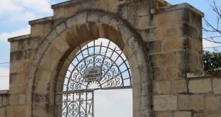 בית הקברות הקתולי בהר ציון  **