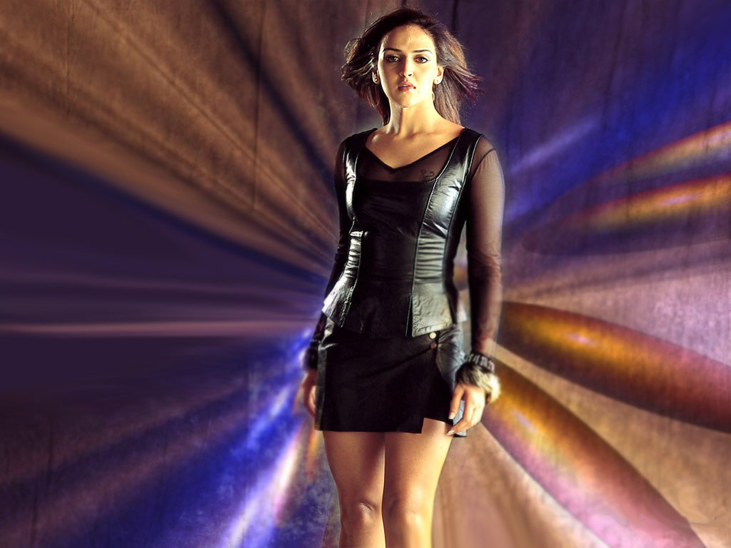 Beautiful Bollywood Girl Wallpaper Esha Deol Unseen Sexy Photos And Wallpapers Hd