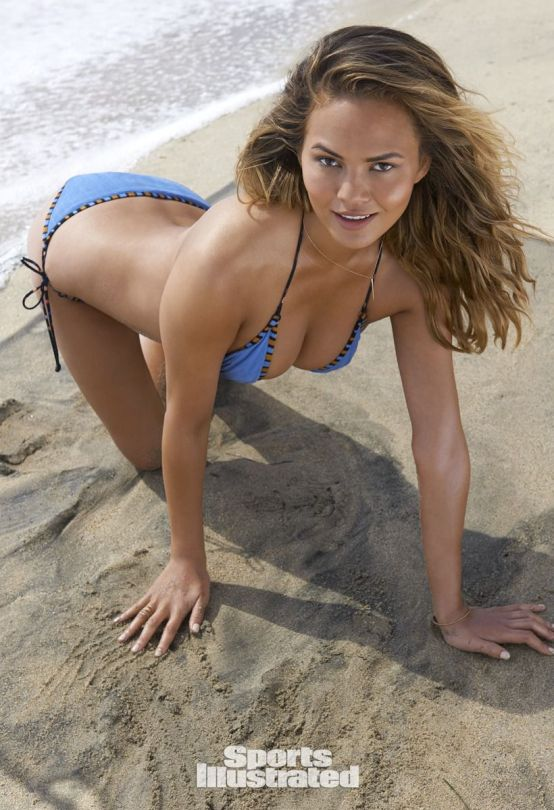 Chrissy Teigen (3)