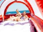 Taylor Swift and Karlie Kloss Gigi Hadid & Cara delevingne