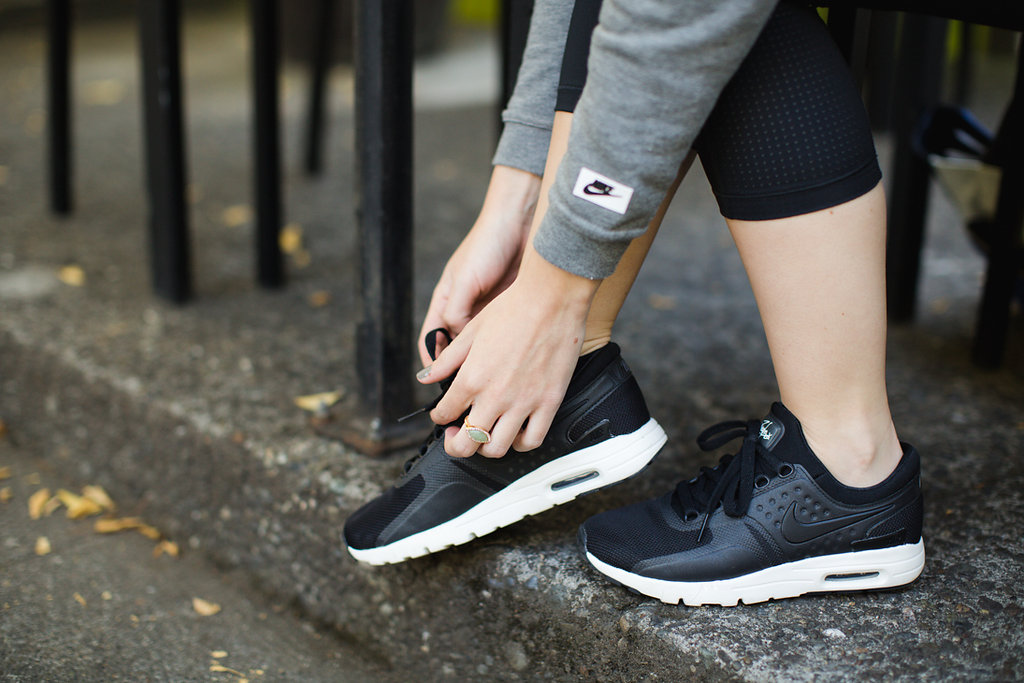 how-to-wear-athleisure-nike-air-max-thea-premium-nike-pro-leggings-2