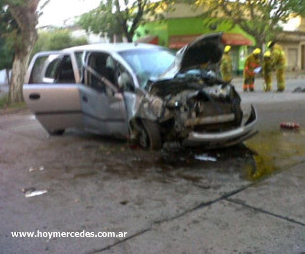 Accidente, avenida 17 esquina 12 este domingo a primera hora