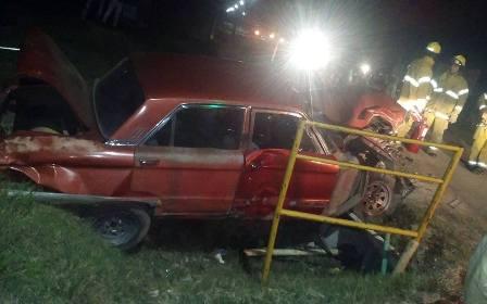 Tren y Ford Falcón protagonista de un accidente en Gowland
