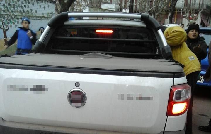 Vecinos indignados con conductor de camioneta