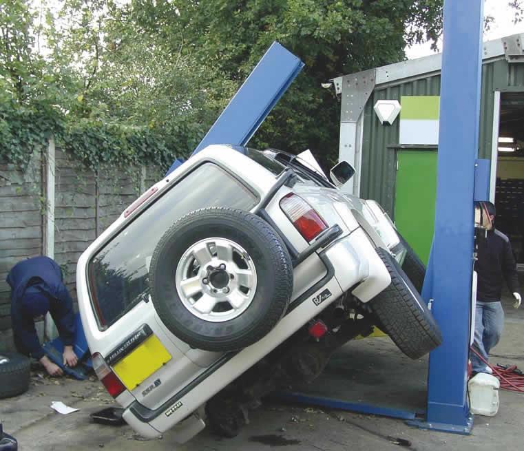 15 Epic Car Hoist Fails #4 is Brutal!
