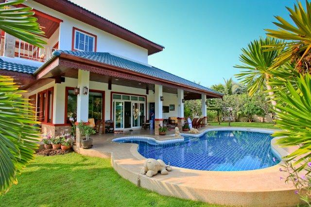 House Close to the beach for sale in Pranburi