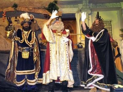 Melchor, Gaspar y Baltasar a su venida a la plaza Navarra (Foto C. Pascual) RadioHuesca