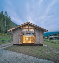 Amazing 150-Year-Old Barn Gets Converted into a Cozy Small ...