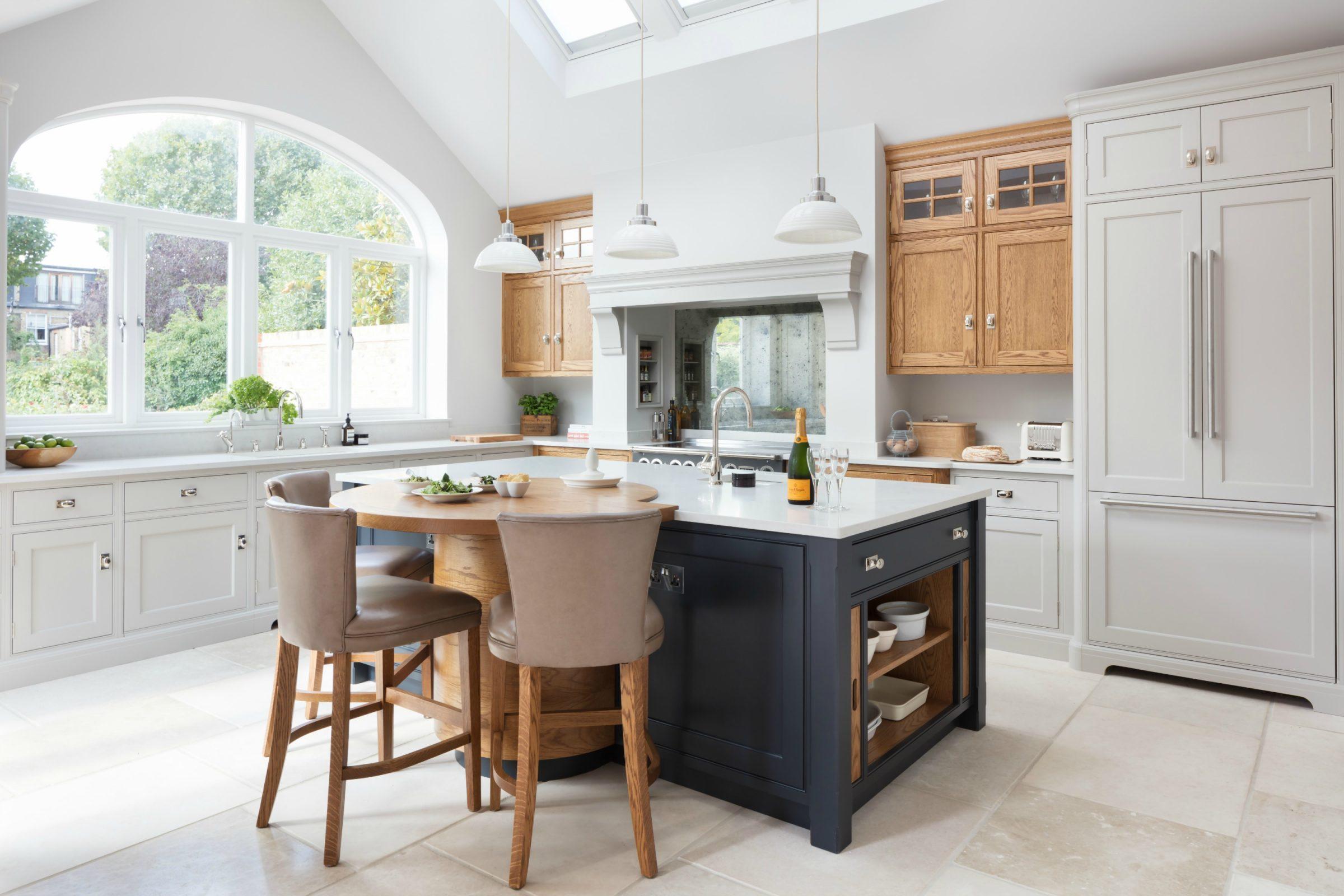 Barnes Village - Luxury Bespoke Kitchen - Humphrey Munson Kitchens
