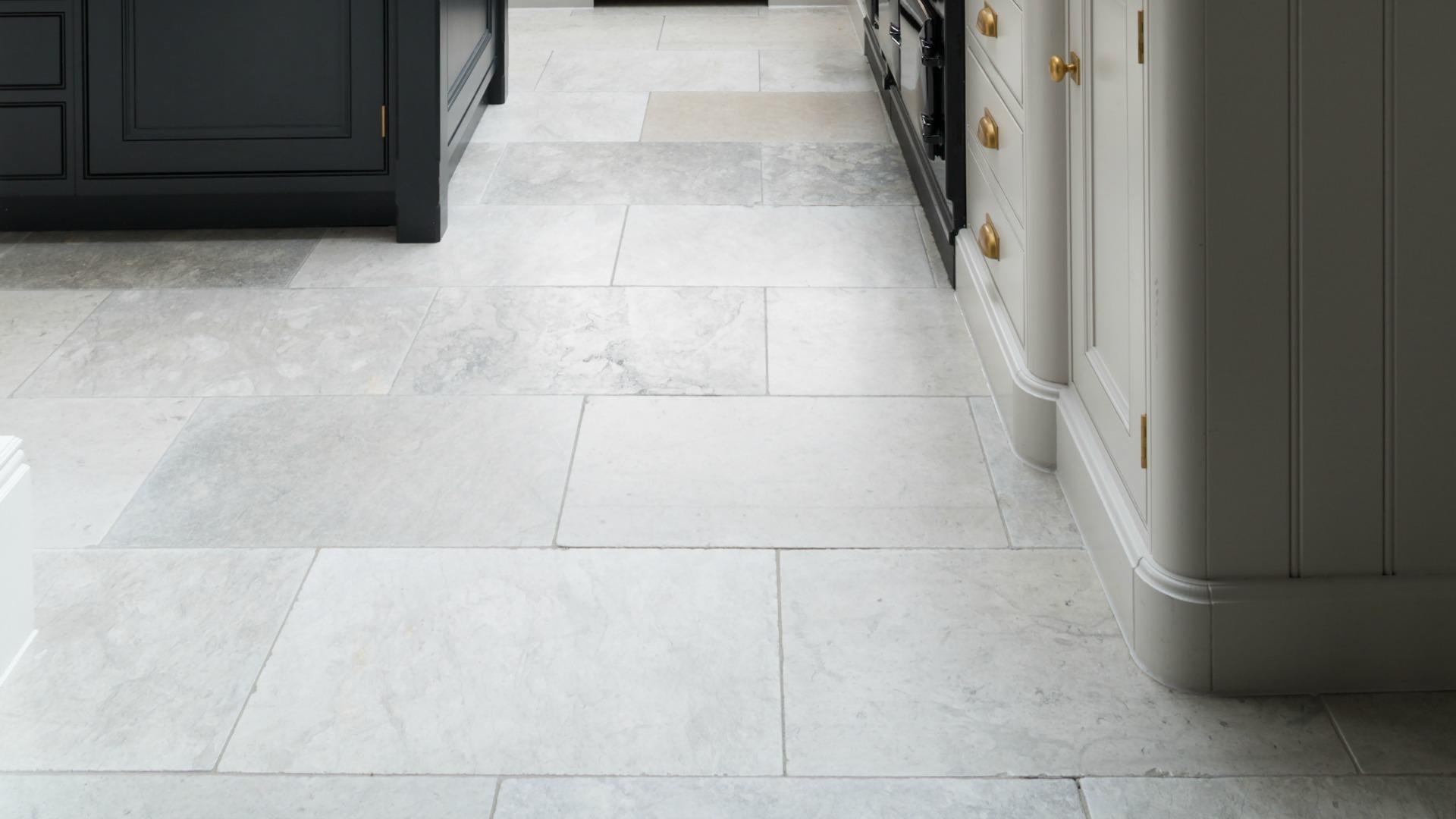 Wellesley Grey Marble Tumbled - Humphrey Munson Stone Atelier