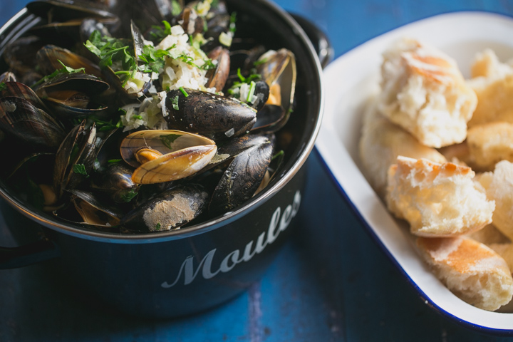 Moules marinière with garlic & cream