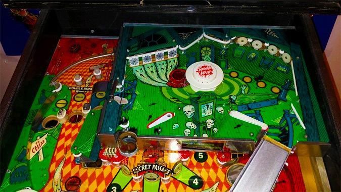 Spooky Fall Wallpaper I Mockery Com The Pinball Machines Of Horror The
