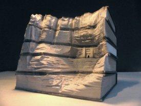 Галерея скульптур из книг от Гая Ларами (2)