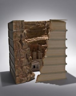 Галерея скульптур из книг от Гая Ларами (1)