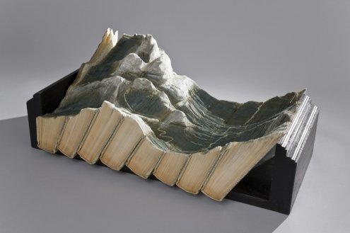 Галерея скульптур из книг от Гая Ларами (4)