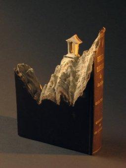 Галерея скульптур из книг от Гая Ларами (8)