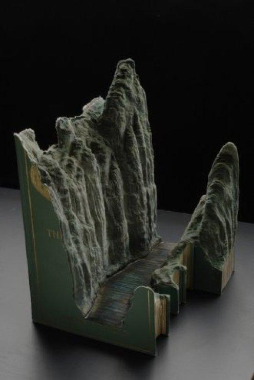 Галерея скульптур из книг от Гая Ларами (7)