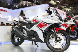 yamaha r15 r15 new colours auto expo R15 new colors r15 50th anniversary edition