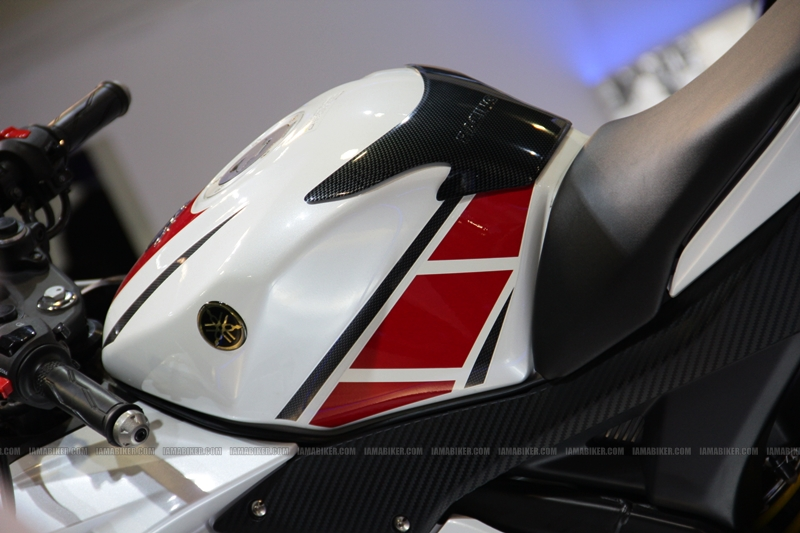 R15 New Colors at AutoExpo2012 (12)