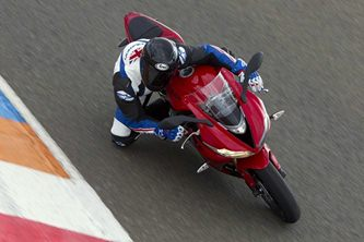 2013-triumph-daytona-675- all details