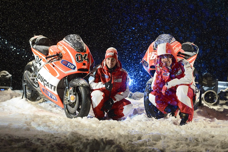 Andrea Dovizioso (left) and Nicky Hayden snow