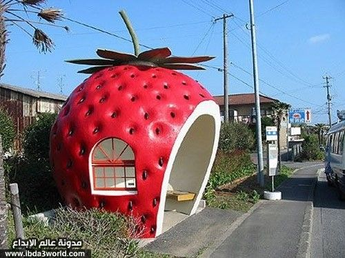 strawberry-bus-station