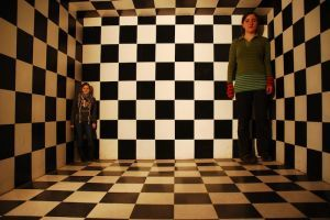1149960_ames_room_illusion