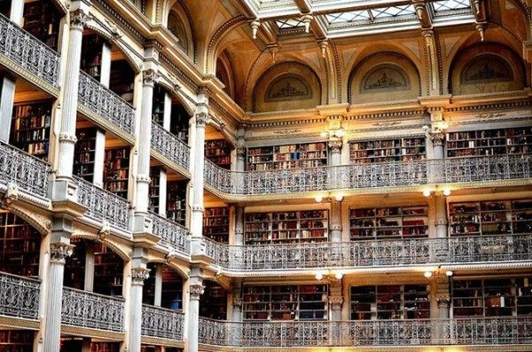 George-Peabody-Library-at-Johns-Hopkins-University-in-Baltimore-USA-2-600x397