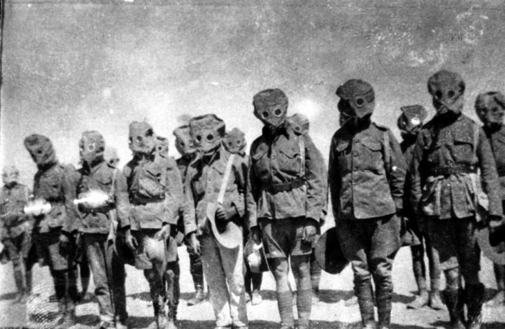 soldiers-gas-masks