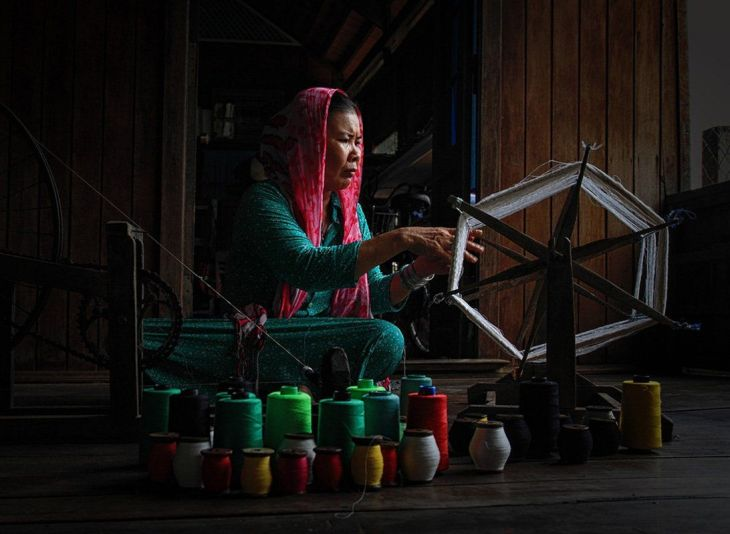 finalist-hand-weaving-is-a-traditional-job-of-the-champa-people-in-vietnam