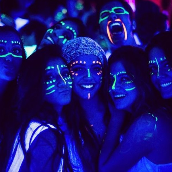 Blacklight face paint ~Face Painting~ Pinterest Face, Neon and