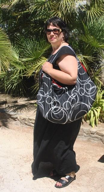 Tasche schwarz Kreise seitlich