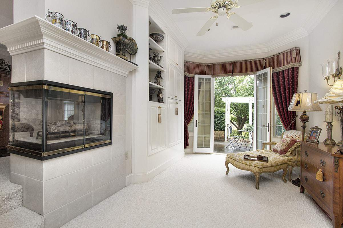 3 fireplaces grace this amazing ranch home for sale in Wesley Chapel