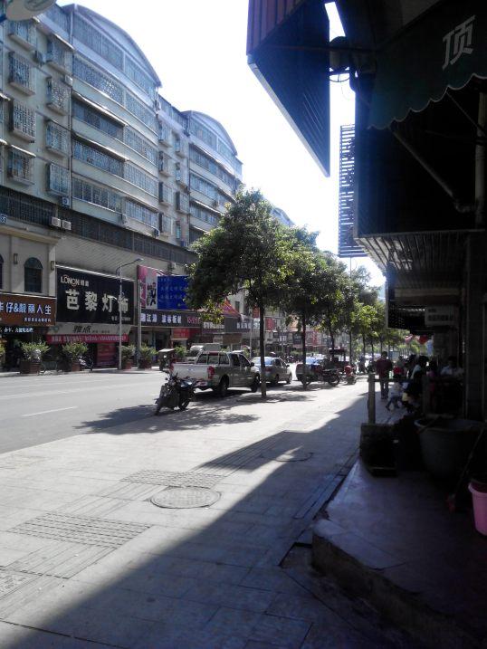 A 'pequena' cidade onde Joel vive tem cerca de 100 mil habitantes, fica perto da cidade de Changsha, uma das maiores na China.