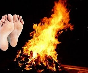 English in the News—Hold One's Feet to the Fire 施壓,逼迫